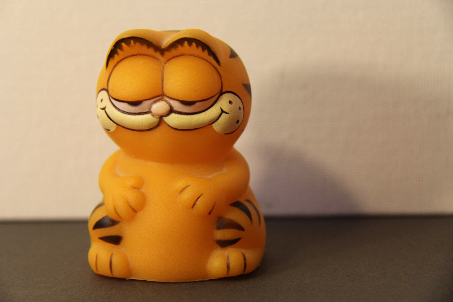 And here was *my* Garfield pencil topper who had one pimped out pad in 1984.