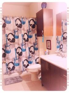 Mini Maven's retro rockstar bathroom