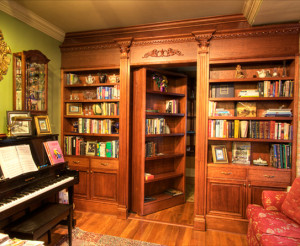Every book-lover's dream (or *this* book lover's, that is): a secret library behind a wall of built-in bookshelves! Ooh la laaa...