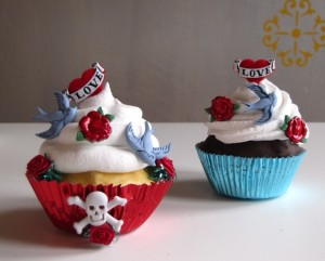 As the same with these! I would like one edible one & one ceramic one to display on the windowsill in my kitchen. ::grin:: I couldn't find much information about these divinely delectable little cupcakes, only that they were submitted on vuduloja.com under: Moda Retrô, Rockabilly & Tattoo. I'd submit them under: YUM!